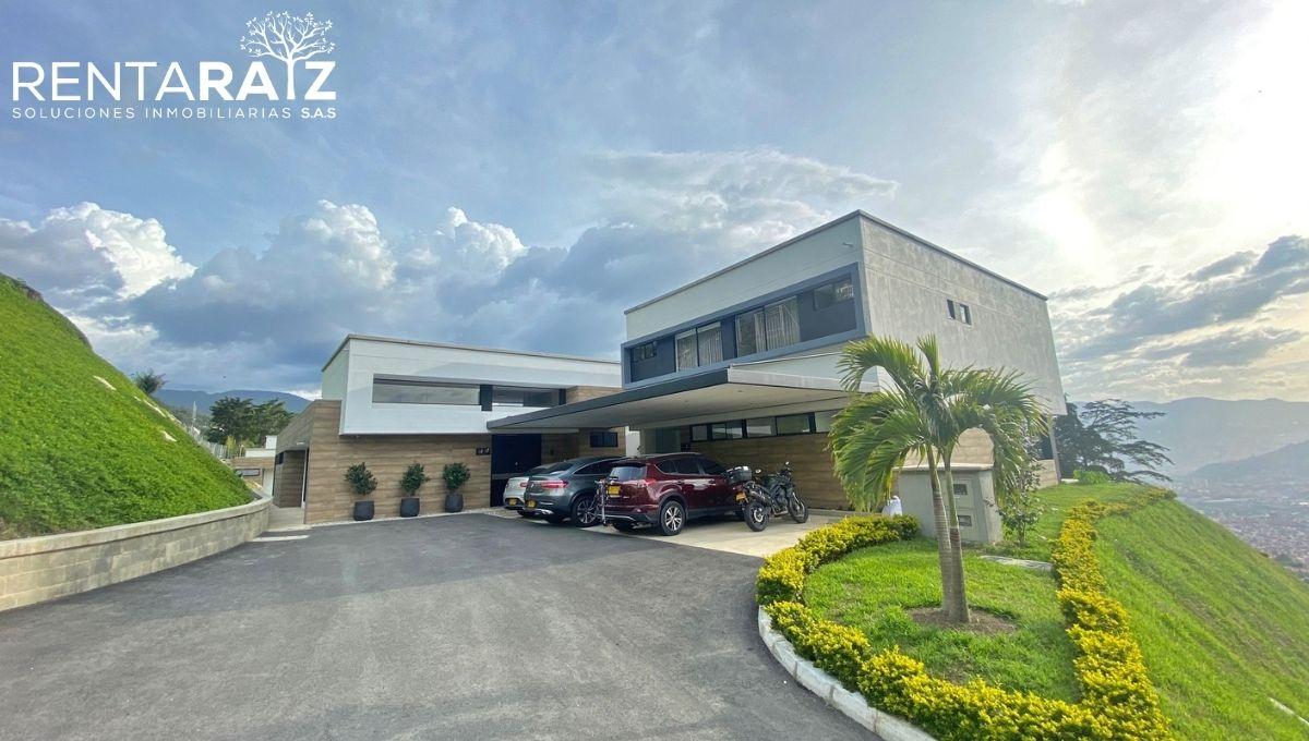 Envigado – Espectacular Casa Para Estrenar Con Hermosa Vista (Cod 761)