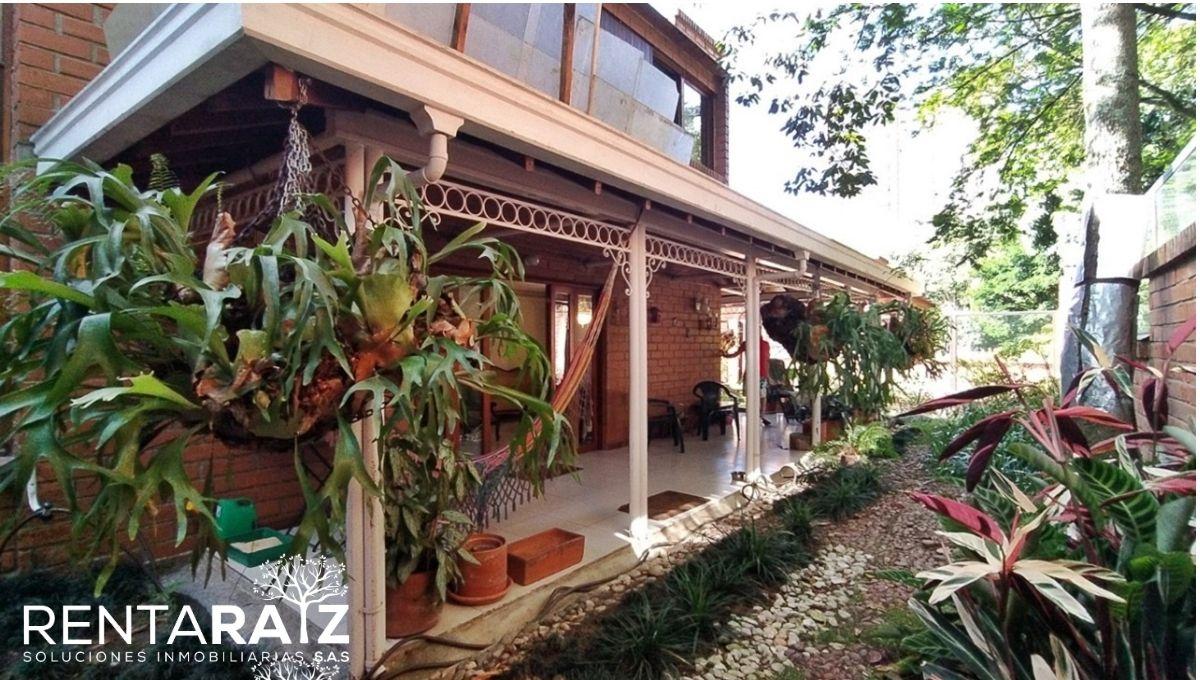 El Poblado – Espectacular Casa Con Generosos Espacios Y Un Hermoso Jardín (Cod 554)